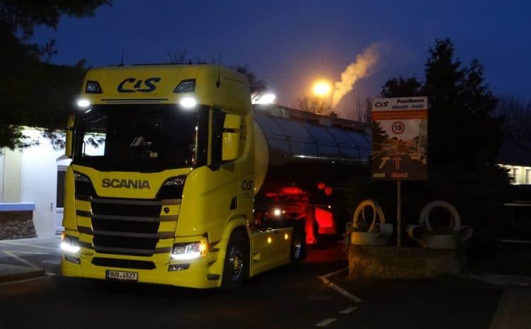 Tahač v noci C & S Lovosice